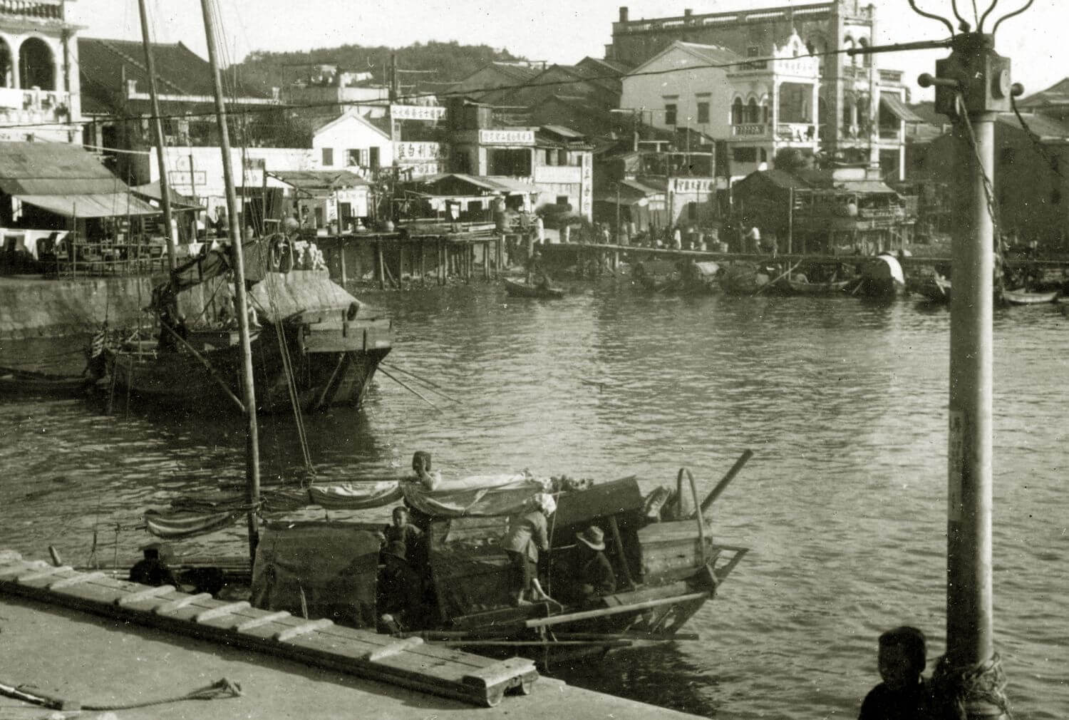 Cheung Chau 1930s - harbour and lighting