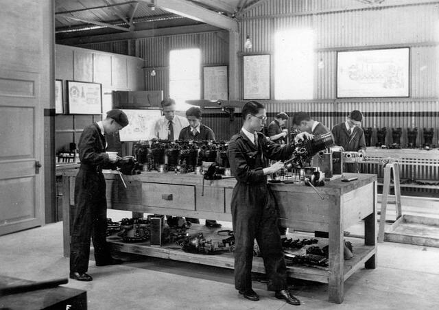 Engine overhaul work bench