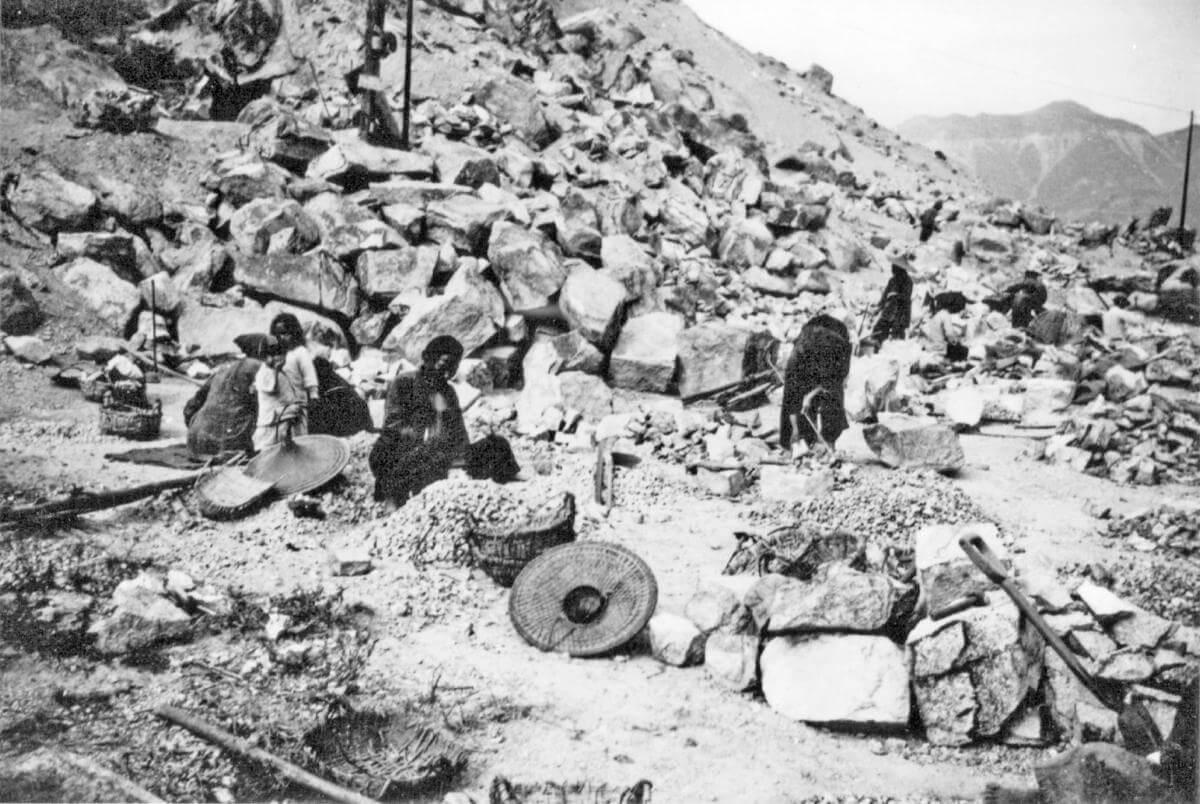 Stone cutters - rock breaking image - from IDJ