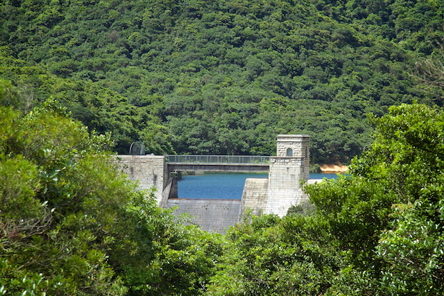 Tai Tam Group Of Reservoirs. Twenty-One structures (Together With The Bowen Road Aqueduct) Make Up The 88th Declared Monument. Valve House And Dam Of The Tai Tam Intermediate Reservoir (1904-1907).