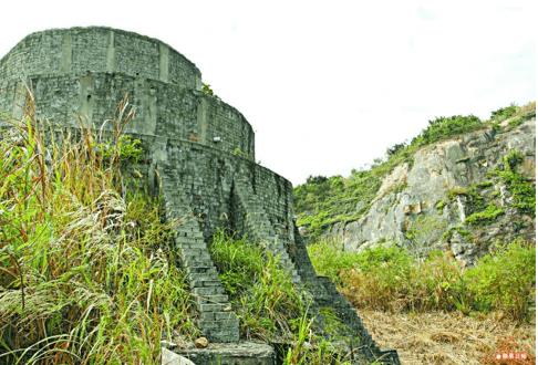 Flat Hill Quarry Grave IMage B Tymon Mellor