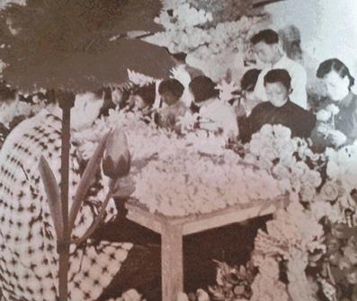 Plastic Flowers Forgotten Jewush Americans Image 1 York Lo