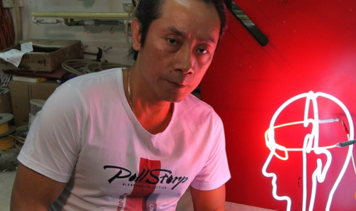Neon Signs Wu Chi Kai One Of The Few Remaining Neon Sign Makers Left In HK SCMP 21.11.17