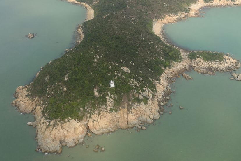Fan Lau lighthouse image - wikipedia