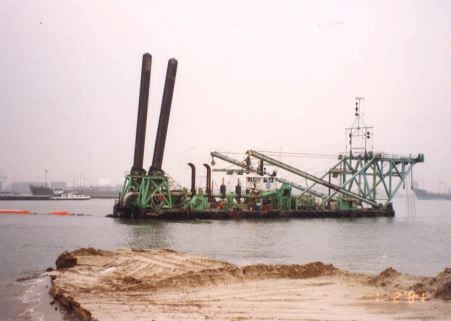 Dredging Netherlands EO Report No. 17 Sept 1992 plate 4 cutter suction dredger snipped